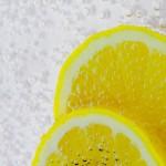15 korzyści płynących z picia ciepłej wody z cytryną
