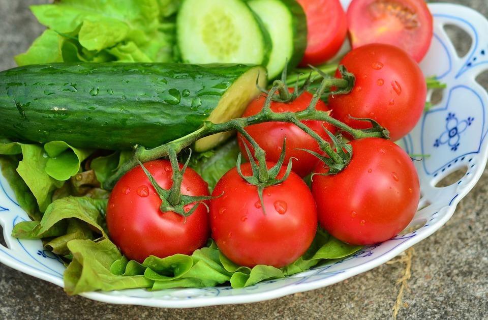 pomidor z ogórkiem - czy to dobre połączenie?
