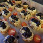 Grzanki z pieczarkami i oliwkami