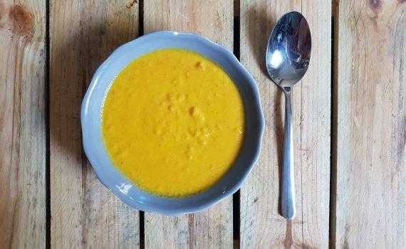 krem z pieczonej marchewki z mlekiem kokosowym