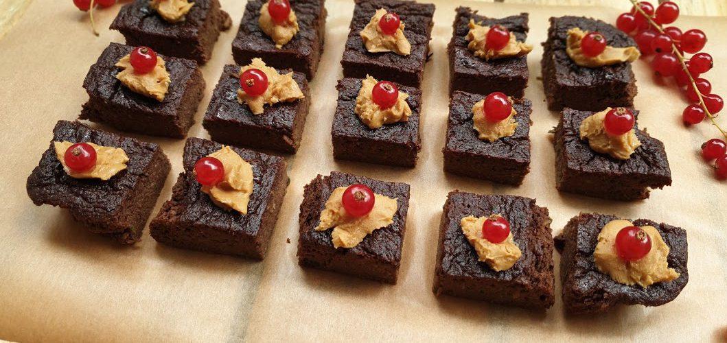 Dietetyczne zdrowe brownie z cukinii