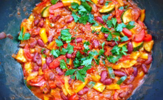 wegetariańskie leczo z czerwoną fasolą