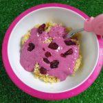 Jaglanka z jogurtowym sosem z owoców leśnych