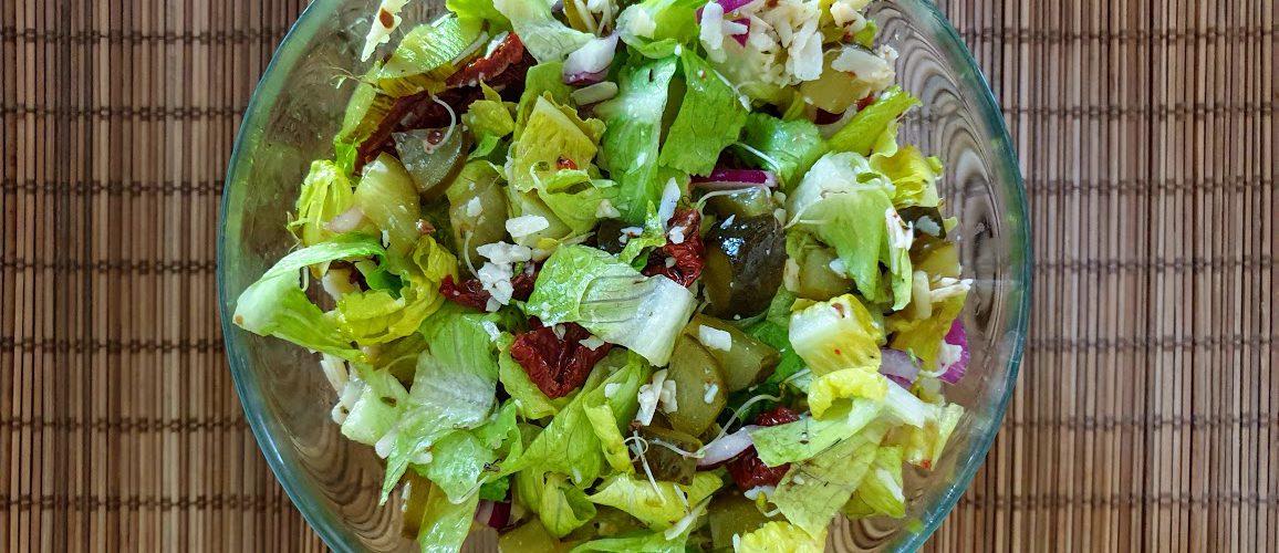 sałatka obiadowa z sałaty rzymskiej
