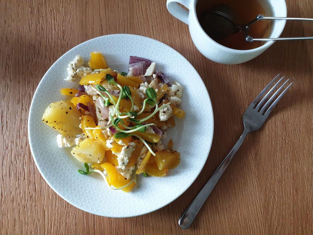 pieczone warzywa z pokruszoną fetą
