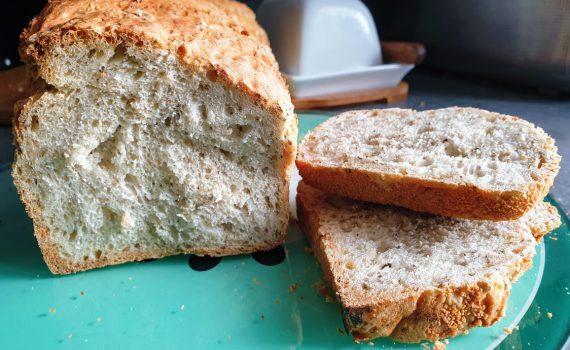 chleb z płatkami owsianymi i chia