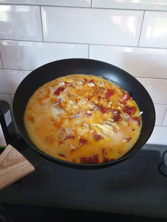 omlet w stylu greckim