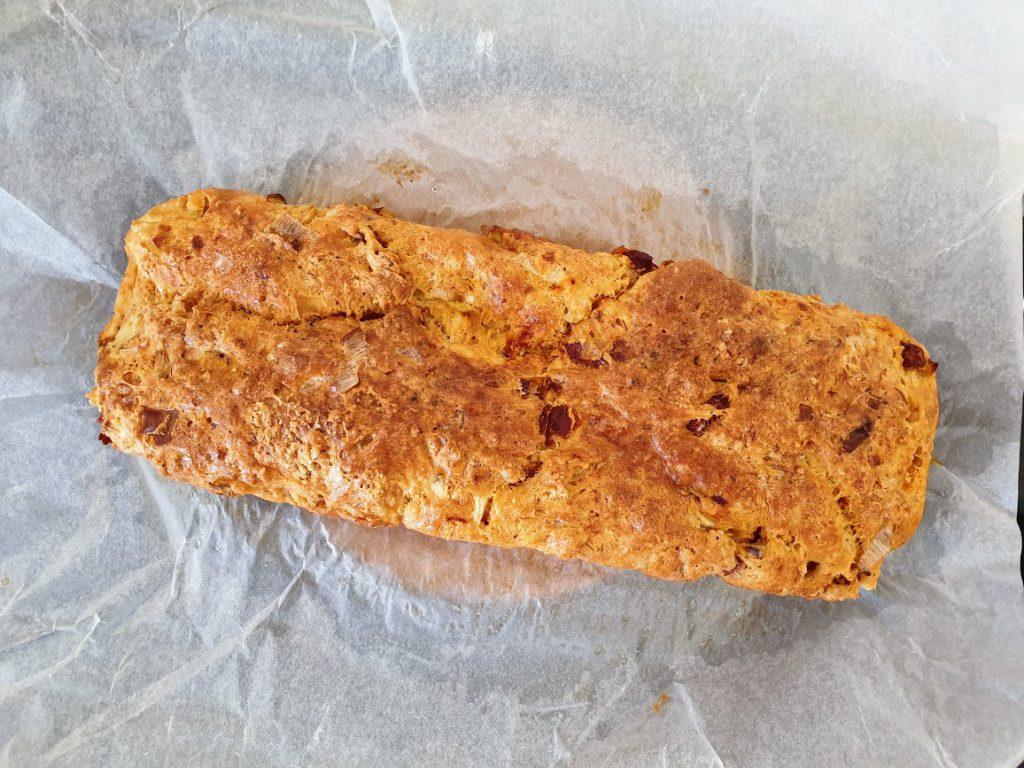 wytrawny chlebek z twarogu