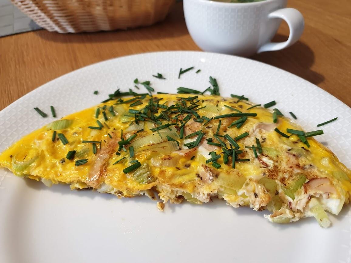 omlet z porem i szynką