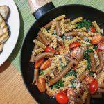 Makaron ze szpinakiem, pomidorkami i parmezanem