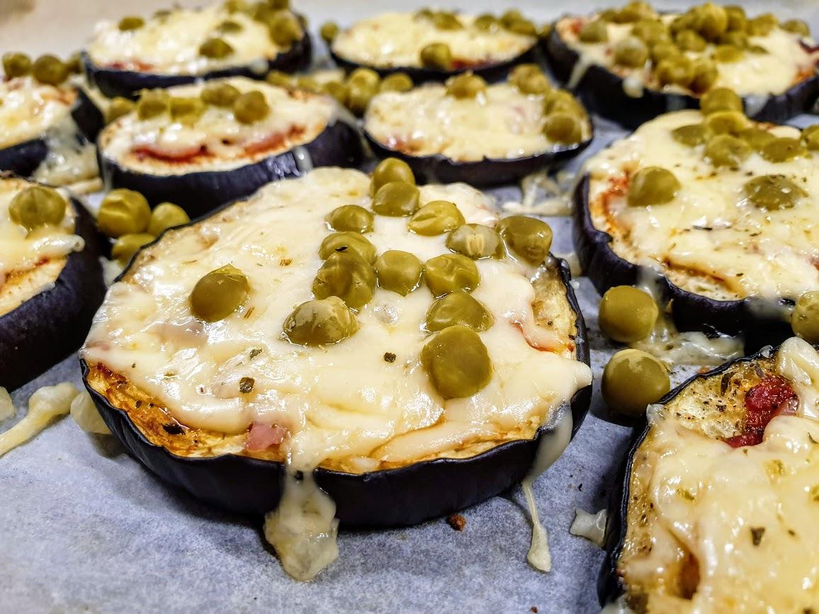 pizzerinki z baklazana z zielonym groszkiem