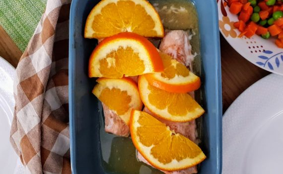 łosoś pieczony w pomarańczach