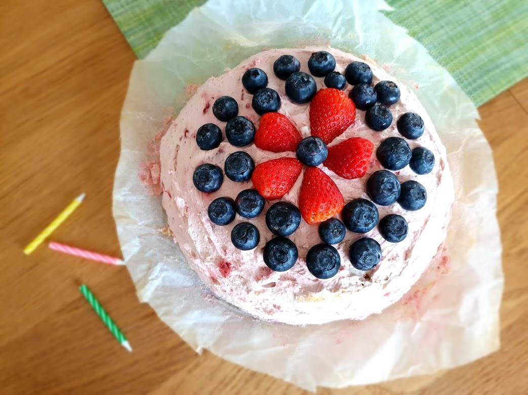 Torcik urodzinowy słodzony tylko owocami