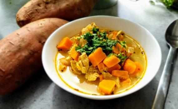 zupa z batatami, kurczakiem i soczewicą